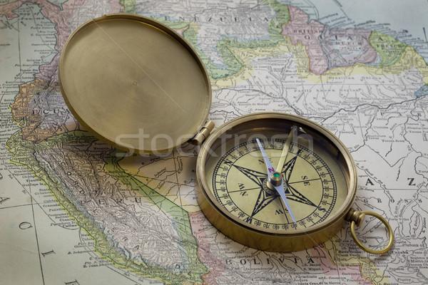 Latón américa del sur mapa vintage bolsillo brújula Foto stock © PixelsAway