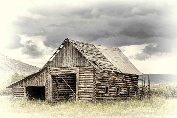 öreg rusztikus csőr hegyek viharos égbolt Stock fotó © PixelsAway