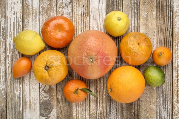 かんきつ類の果実 コレクション 風化した 木材 オレンジ レモン ストックフォト © PixelsAway