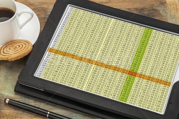 Danych arkusz kalkulacyjny cyfrowe tabletka działalności kubek Zdjęcia stock © PixelsAway