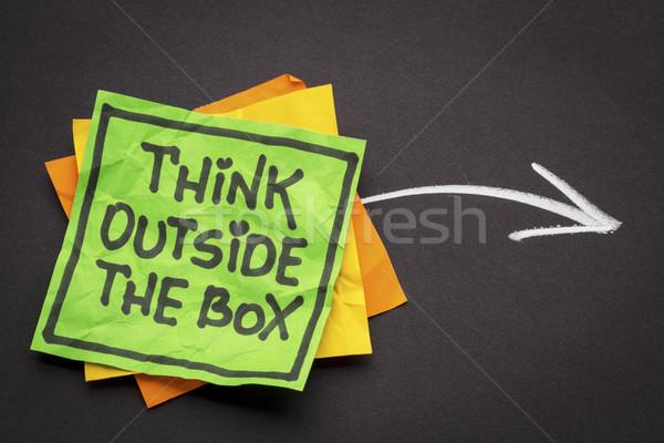 Pensar fuera cuadro recordatorio nota negro Foto stock © PixelsAway