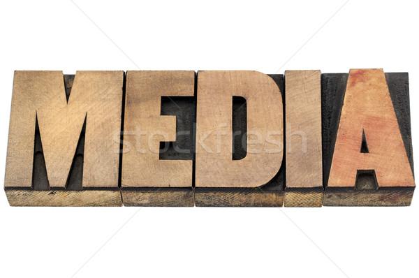 Los medios de comunicación palabra madera tipo aislado texto Foto stock © PixelsAway