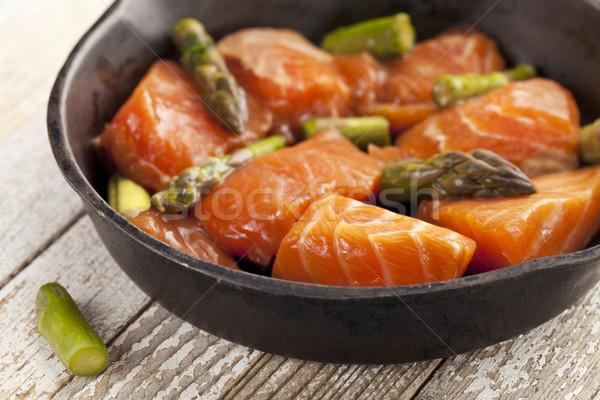 Lazac spárga keverés mártás kész főzés Stock fotó © PixelsAway