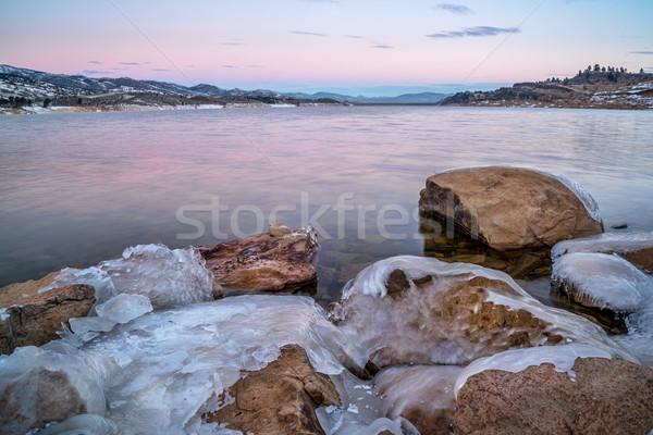 Tél hajnal hegy tó jeges víztározó Stock fotó © PixelsAway