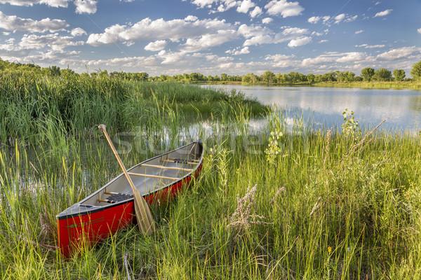 красный каноэ озеро берега зеленый Сток-фото © PixelsAway