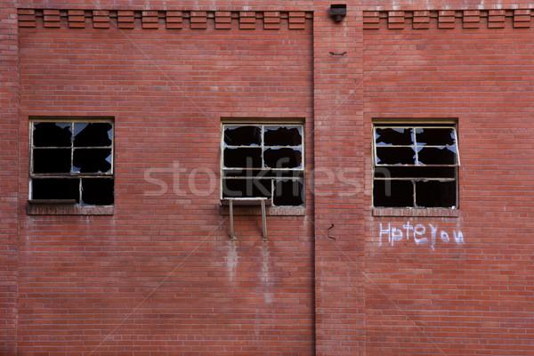 Roto Windows abandonado fábrica pared de ladrillo edad Foto stock © PixelsAway