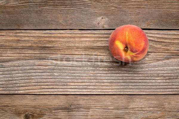 Peach fruits patiné bois fraîches espace de copie Photo stock © PixelsAway