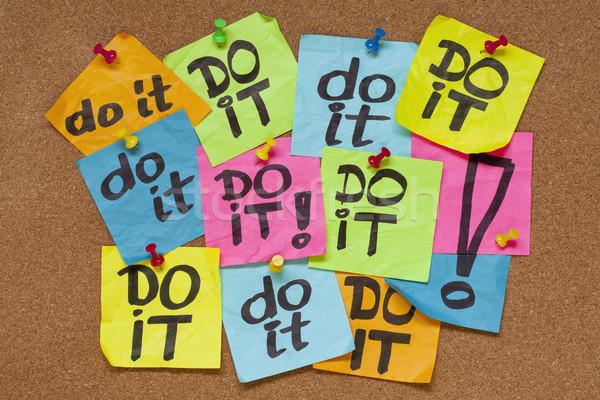 Procrastinação cor notas cortiça Foto stock © PixelsAway