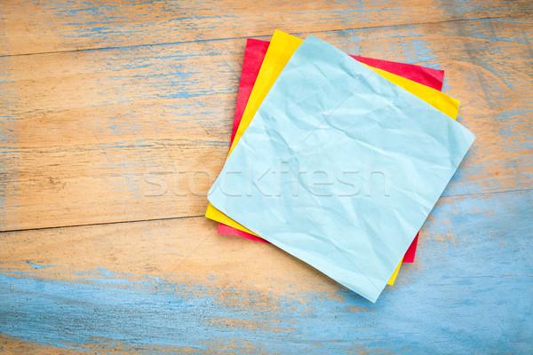Kék öntapadó jegyzet grunge festett fa kész Stock fotó © PixelsAway