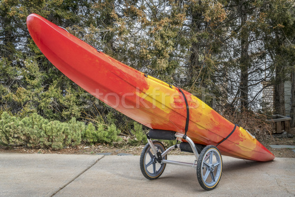 Rio caiaque carrinho colorido entrada da garagem corrida Foto stock © PixelsAway