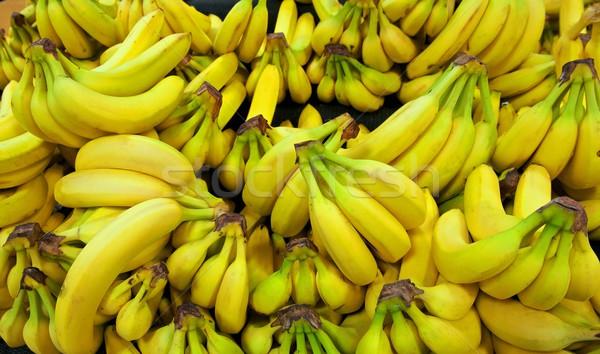 Köteg citromsárga zöld banán élelmiszerbolt Stock fotó © pixelsnap