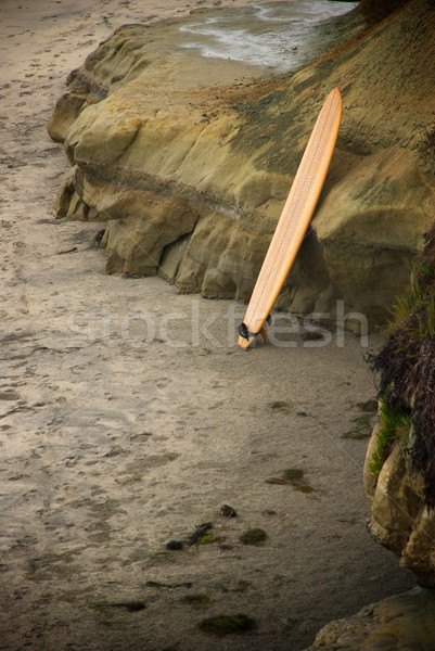 Tavola da surf piedi rocce colorato stand Foto d'archivio © pixelsnap