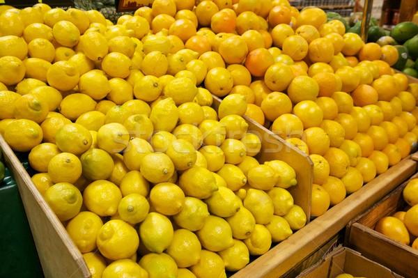 Fából készült friss citromok narancsok kettő élelmiszerbolt Stock fotó © pixelsnap