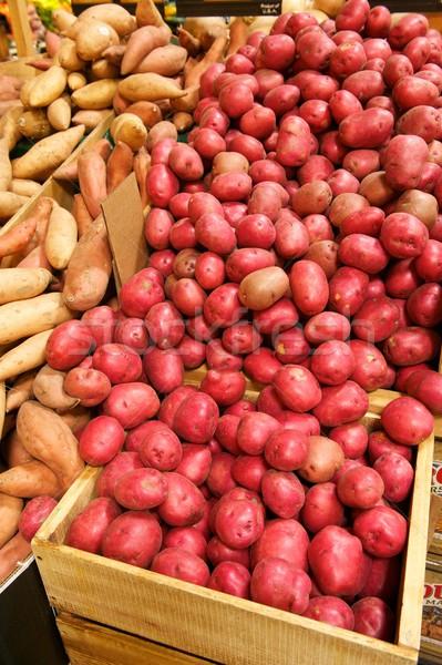 élelmiszerbolt láda tele piros krumpli fából készült Stock fotó © pixelsnap