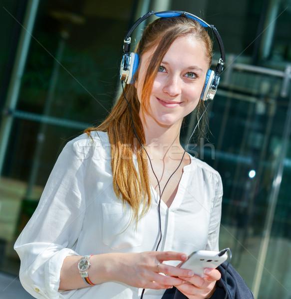 Stock fotó: Boldog · üzletasszony · hallgat · zene · állásinterjú · üzlet