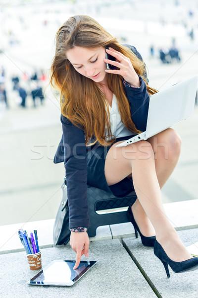 Dinamikus fiatal igazgató jegyzetel terv lány Stock fotó © pixinoo