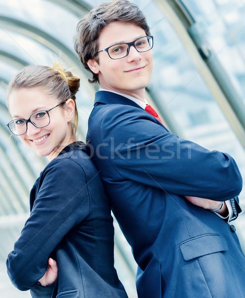 Posant Retour séduisant réussi jeune homme Photo stock © pixinoo