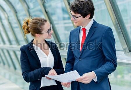 üzletemberek sétál kívül iroda üzlet emberek Stock fotó © pixinoo