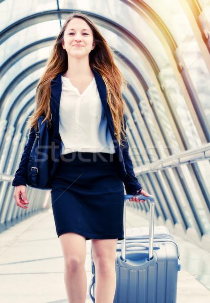 Igazgató dinamikus üzleti út nő munka sétál Stock fotó © pixinoo