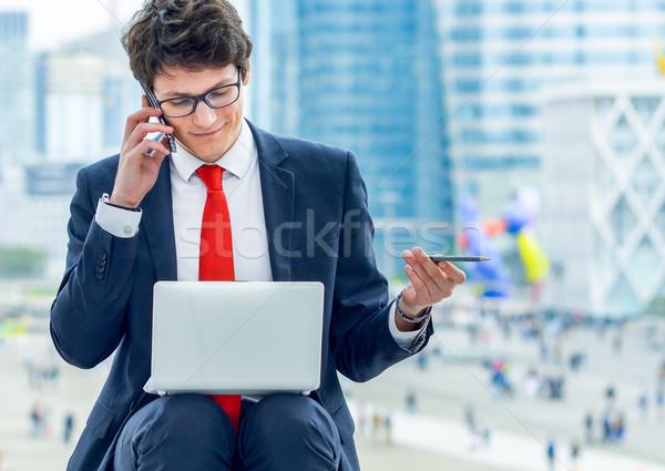 Dinamikus fiatal igazgató dolgozik kívül hív Stock fotó © pixinoo
