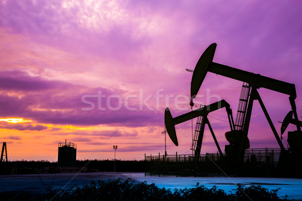 Silhouet olie veld zonsondergang hemel mooie Stockfoto © pixinoo