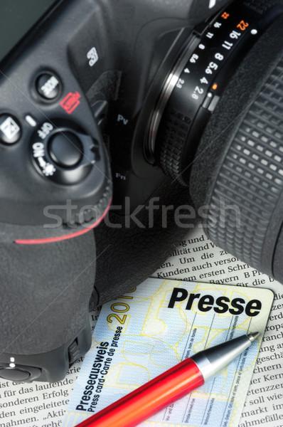 カメラ キーを押します カード 新聞 写真 研究 ストックフォト © pixpack