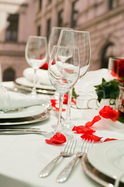 Couvert banquet roses rouges décoration table hôtel Photo stock © pixpack