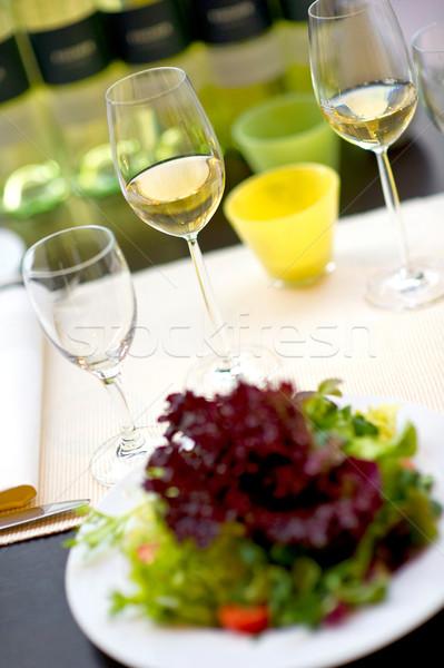 Eettafel wijnglazen wijn glas restaurant tabel Stockfoto © pixpack