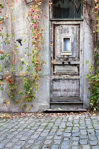 Stare drewno drzwi domu ulicy okno kamień Zdjęcia stock © PiXXart