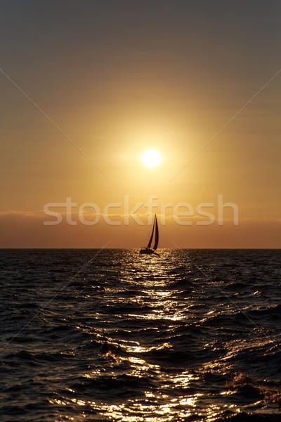 Yelkencilik gün batımı yelkenli güzel doğa ışık Stok fotoğraf © pngstudio