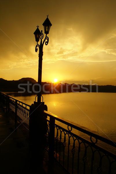 Zonsondergang regen stad zon natuur licht Stockfoto © Pozn