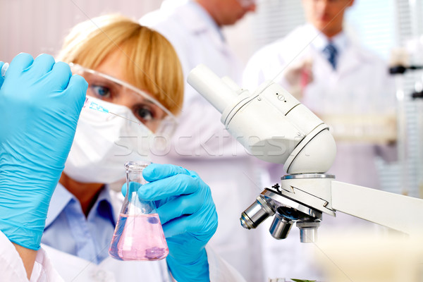 Vaccin homme médecine Homme chimiques microscope Photo stock © pressmaster