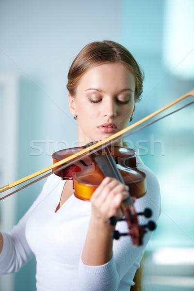 скрипач портрет молодые женщины играет скрипки Сток-фото © pressmaster