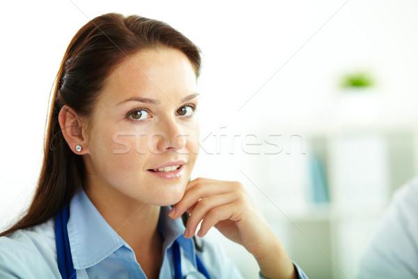 Stok fotoğraf: Güzel · uzman · portre · kadın · doktor · bakıyor