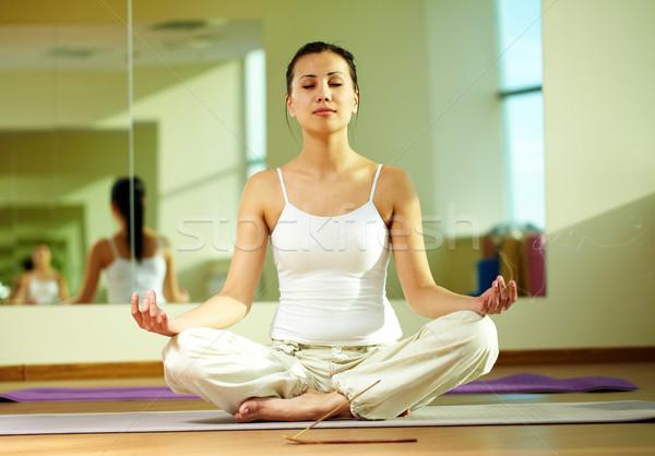 Rituale ritratto serena ragazza yoga esercizio Foto d'archivio © pressmaster