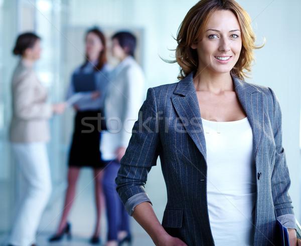 Bájos üzletasszony kép csinos néz kamera Stock fotó © pressmaster