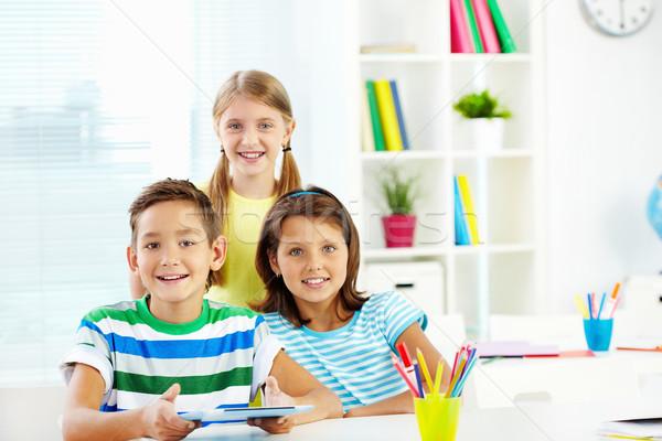 Osztálytársak portré boldog digitális tabletta osztályterem Stock fotó © pressmaster