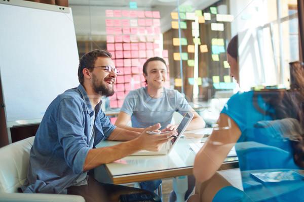 Teamwerk jonge bespreken ideeën Stockfoto © pressmaster