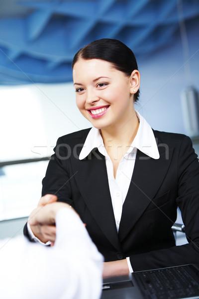 Aláírás szerződés fotó boldog üzletasszony üzlet Stock fotó © pressmaster
