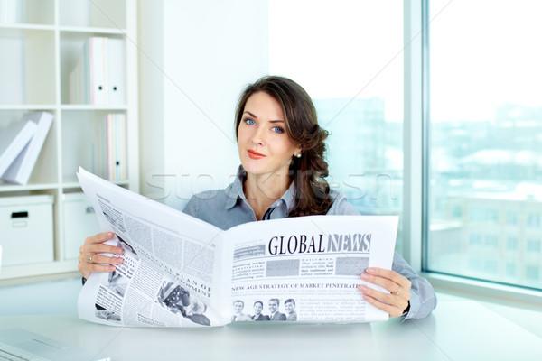 Stock fotó: üzlet · hölgy · újság · fiatal · üzletasszony · tart