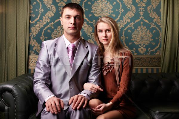 Fiatal pér fiatal elegáns pár néz kamera Stock fotó © pressmaster