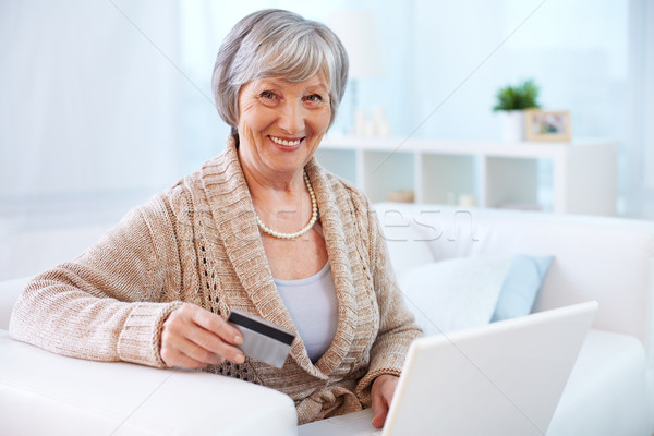 Internet consument portret moderne vrouwelijke Stockfoto © pressmaster