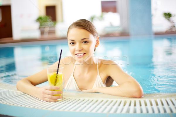 Foto d'archivio: Hotel · piscina · giovane · ragazza · rilassante · piscina · acqua