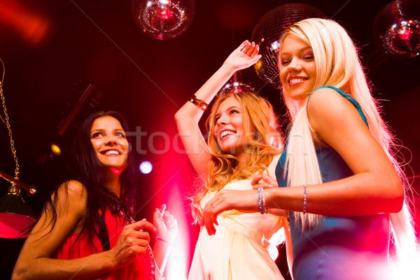 Alegre fiesta tres inteligentes bailarines movimiento Foto stock © pressmaster