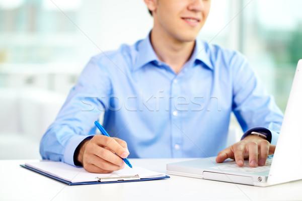 Datilografia laptop imagem bem sucedido empresário Foto stock © pressmaster