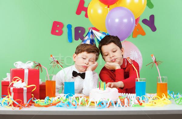 Nudny urodziny portret dwa chłopców urodziny Zdjęcia stock © pressmaster