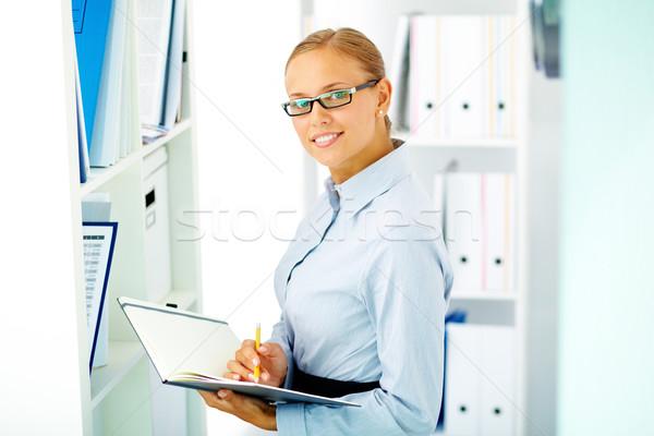 Ocupado feminino retrato elegante empresária olhando Foto stock © pressmaster