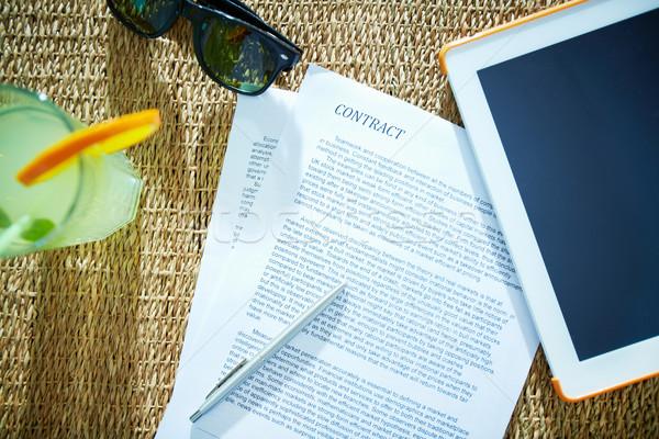 бизнеса договор изображение пер touchpad коктейль Сток-фото © pressmaster