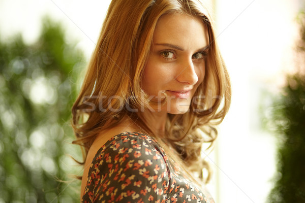 Allettante bellezza primo piano shot magnifico i capelli ricci Foto d'archivio © pressmaster