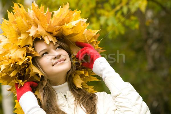 Корона из осенних листьев на голову фото